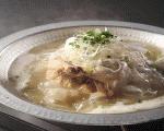 10時間煮込んだ鶏を7時間煮込んだスープを組み合わせたら当店オリジナルの参鶏湯の完成です。